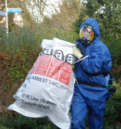 Afvoer asbesthoudend materiaal