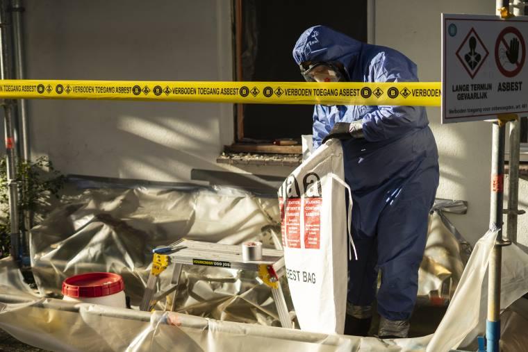Het afvoeren van asbest